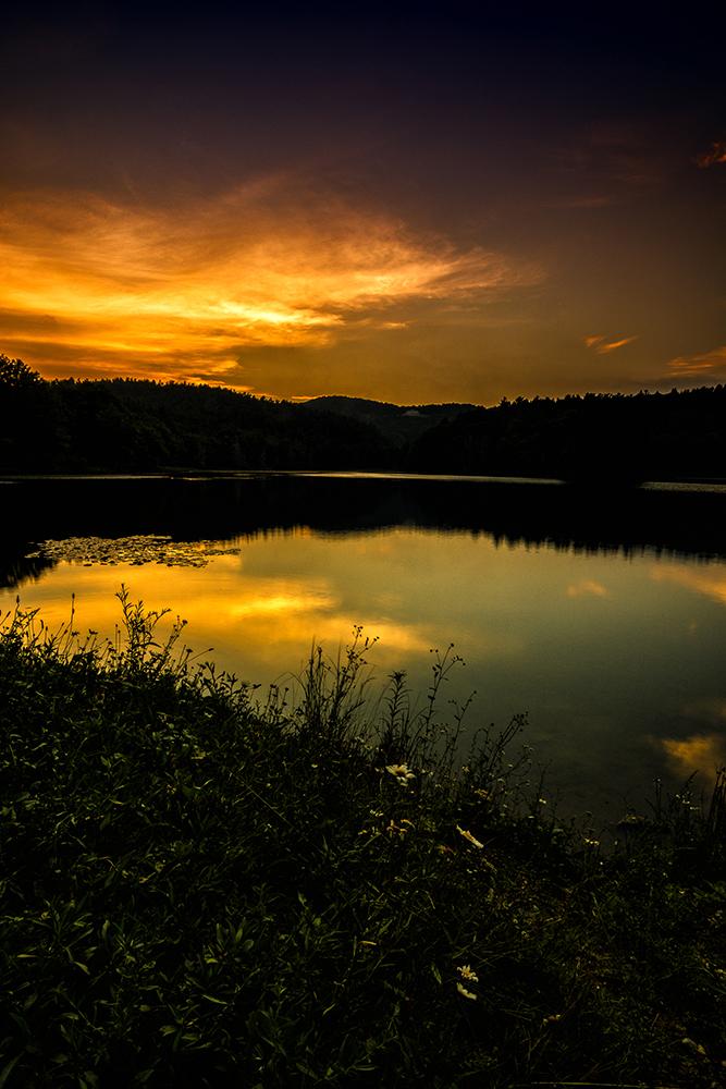 Dramatic sunset on Price Lake